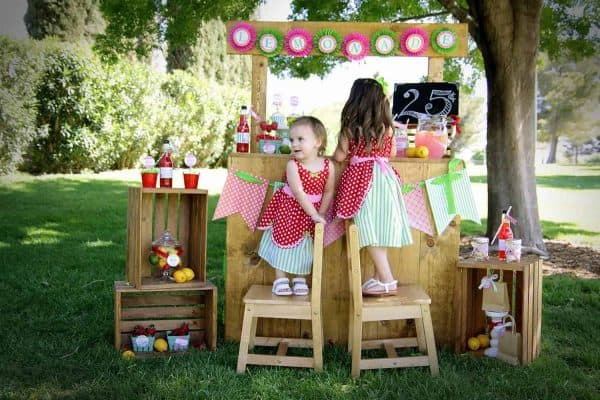 Strawberry Party: Strawberry Lemonade Stand Play Date-Mimi's Dollhouse