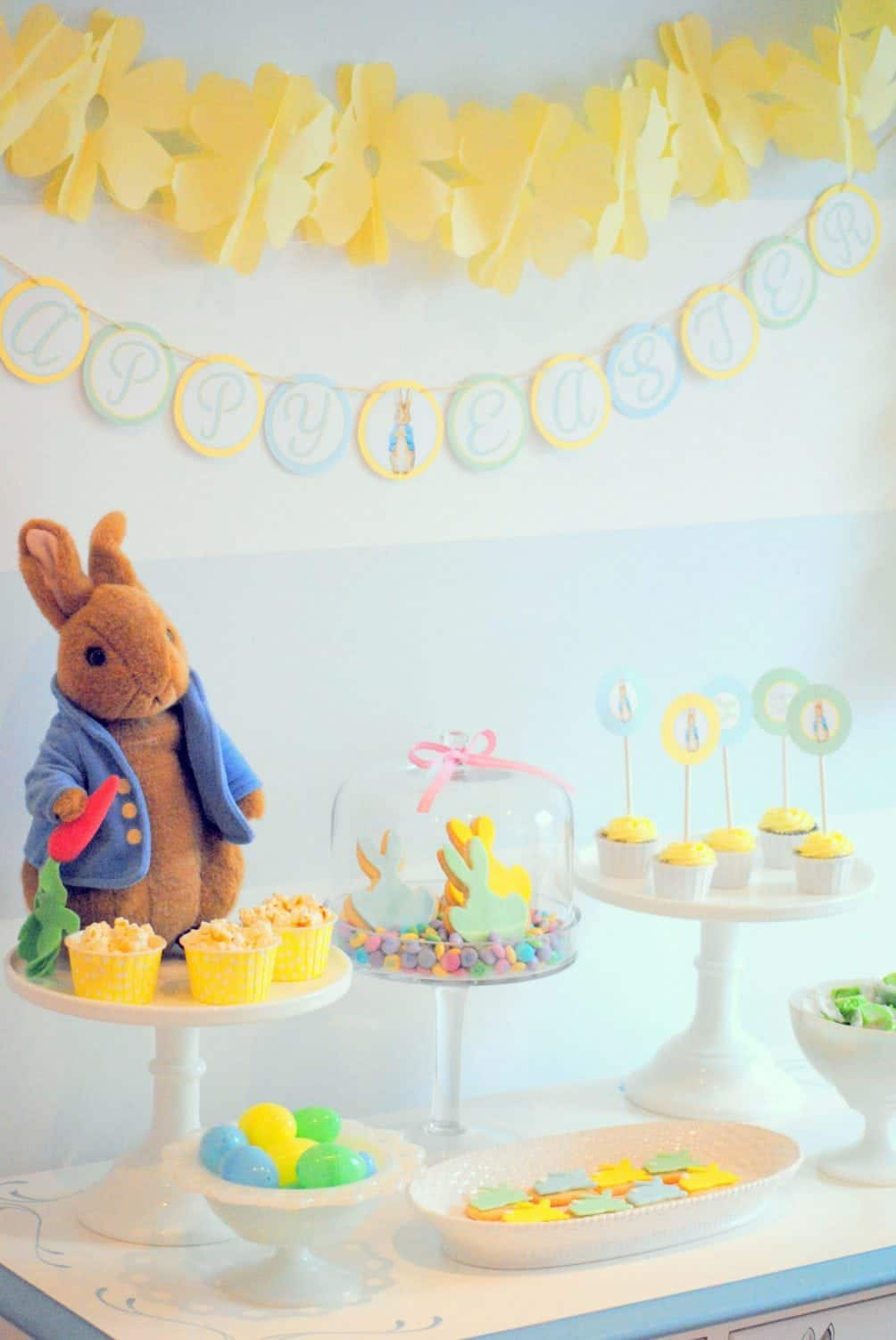 Easter Party: Here comes Peter Rabbit! | Mimi\u0027s Dollhouse